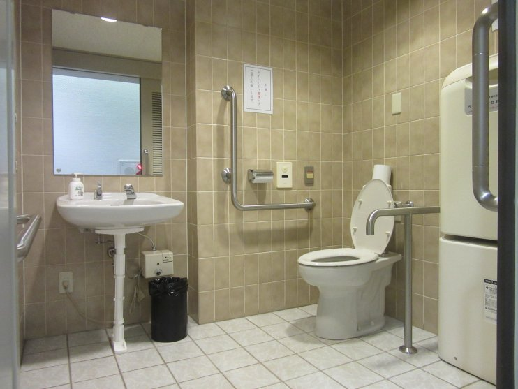 7階車いす対応トイレ