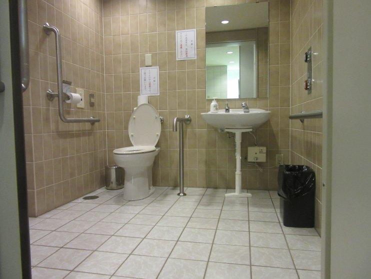 8階車いす対応トイレ